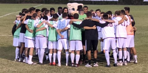 Men's soccer team learns from the pros