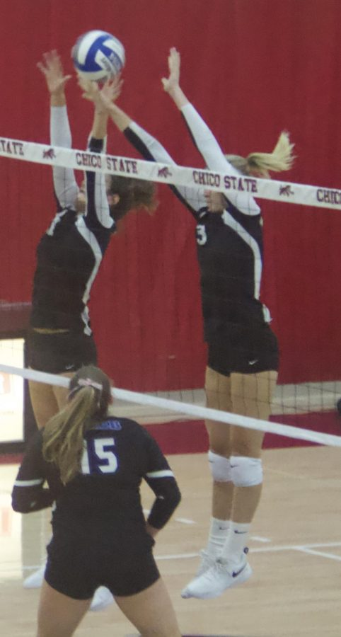 Chico+State%27s+%233+Kim+Wright+attempts+a+block+during+a+game+against+CSU+San+Bernardino.+Photo+credit%3A+Maury+Montalvo