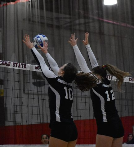Women's volleyball team beats Warriors