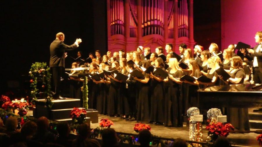 The+vocal+groups+sing+carols+to+start+the+concert%2C+conducted+by+Dr.+Scholz.+Photo+credit%3A+Josh+Cozine