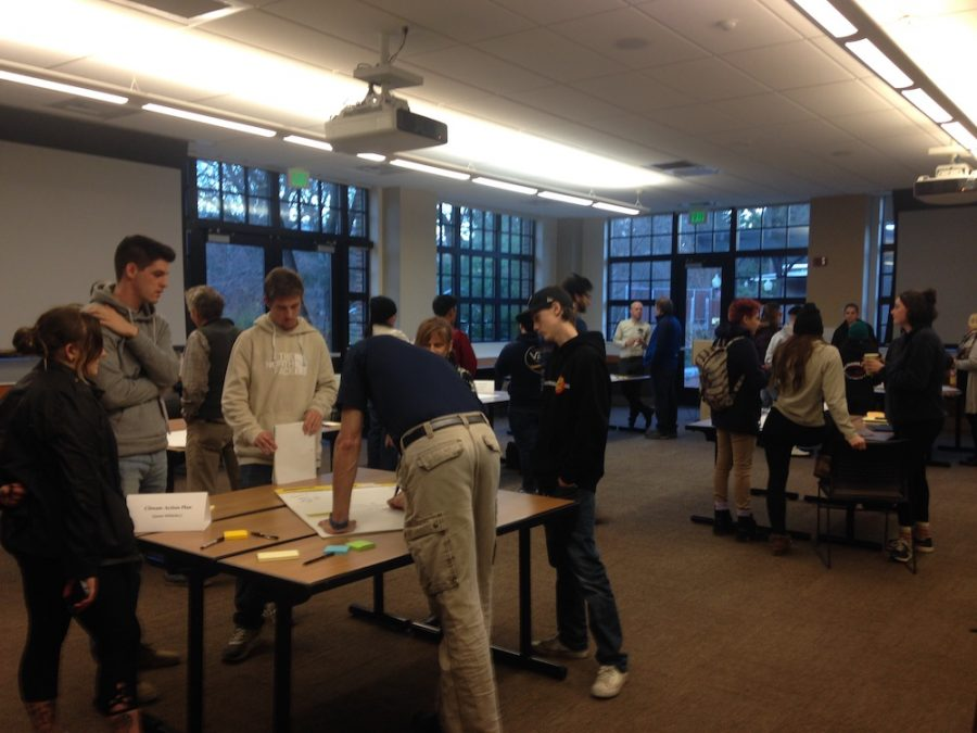 Multiple+discussion+groups+took+place+in+small+groups.+Photo+credit%3A+Julian+Mendoza