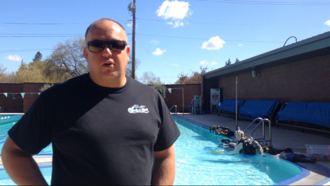 Rich Astley was monitoring the diving, wanting to give students a glimpse at scuba diving Friday afternoon at the Wildcat Recreation Center. Photo credit: Julian Mendoza