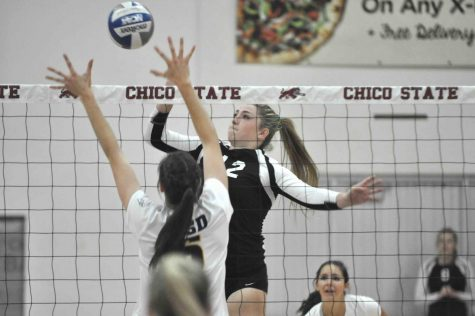 Women's volleyball defeats Humboldt State in five sets