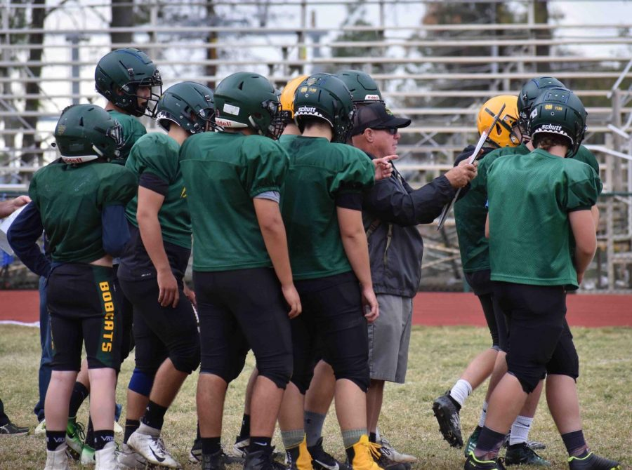 Paradise High football strategizes offensive plays during practice. Photo credit: Lucero Del Rayo-Nava