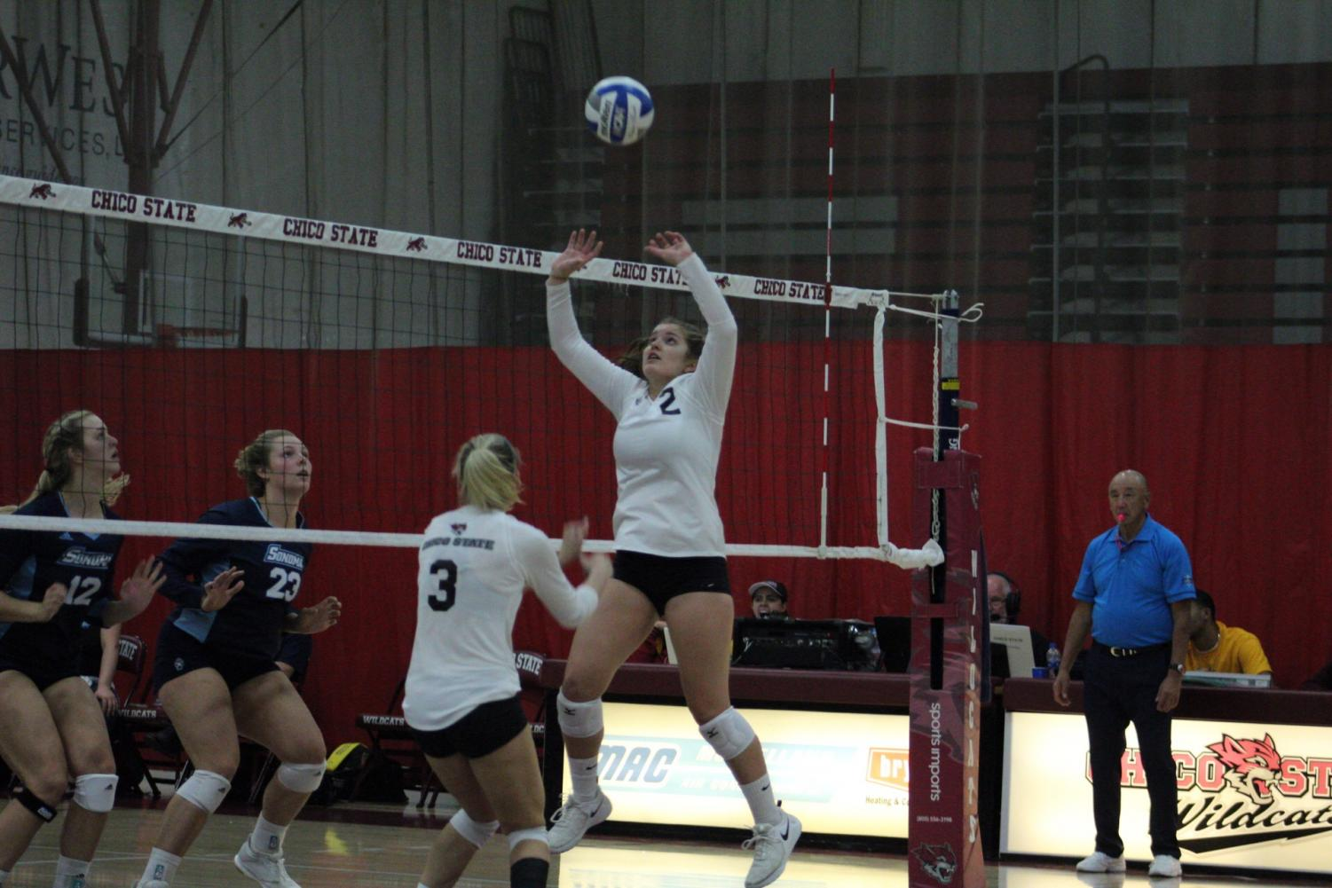 Brooke Ono (right) sets up a kill for Kim Wright (left) Photo credit: Wesley Harris