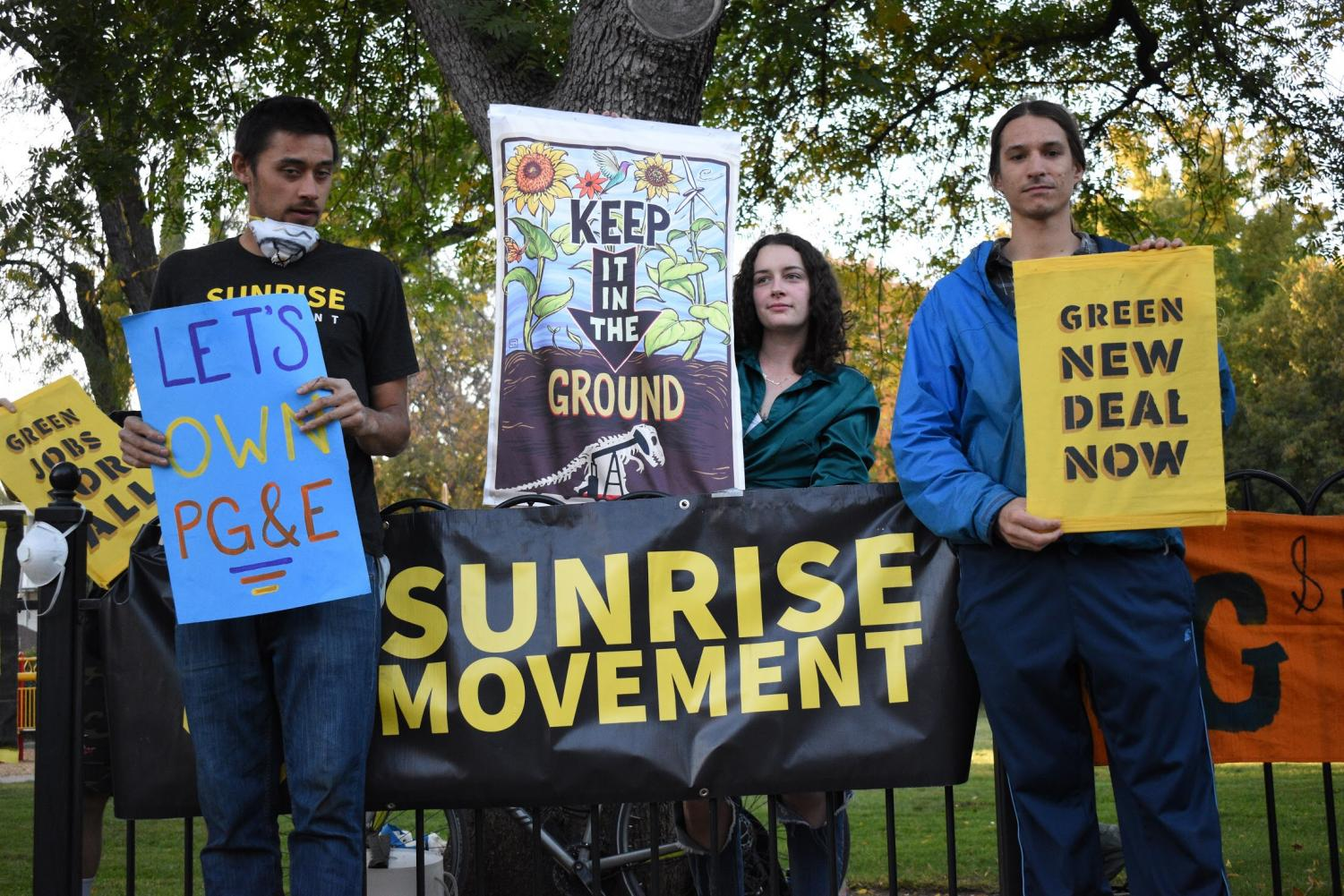 Students and community members rallied together with other Sunrise Movements across California. Photo credit: Kimberly Morales