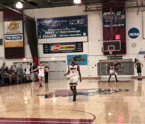 Chico State men's basketball setting up defensive play against Cal Poly Pomona. Photo credit: Ricardo Tovar
