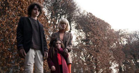Finn Wolfhard, Mackenzie Davis and Brooklynn Prince star as Miles Fairchild, Kate Mandell and Flora Fairchild, respectively, in