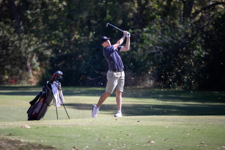 Dakota Ochoa approach shot into the green during a tournament last season. Photo courtesy of Chico State Athletics