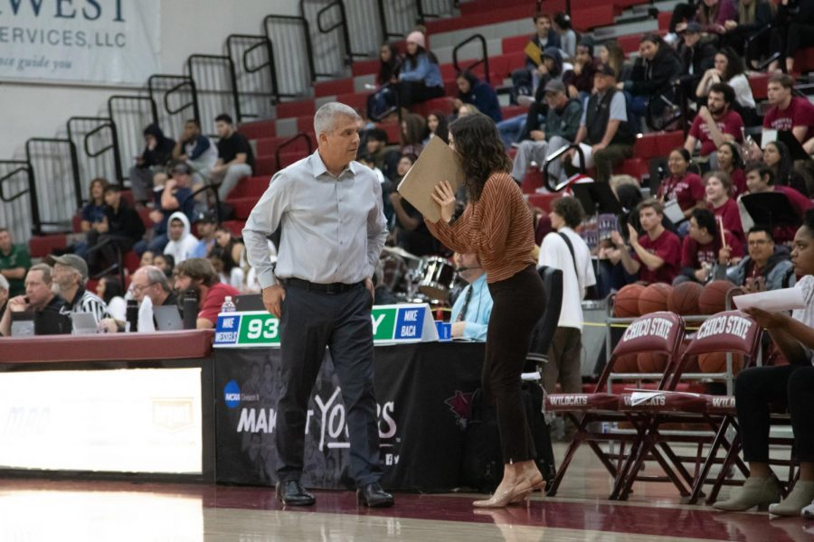 Womens head basketball coach Brian Fogel chats with assistant coach Meghan de los Reyes during a game at Chico State. (Ryan McCasland/Chico State Sports Information)